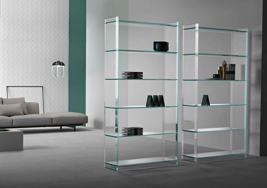Freestanding glass bookcase Quiller with closed sides